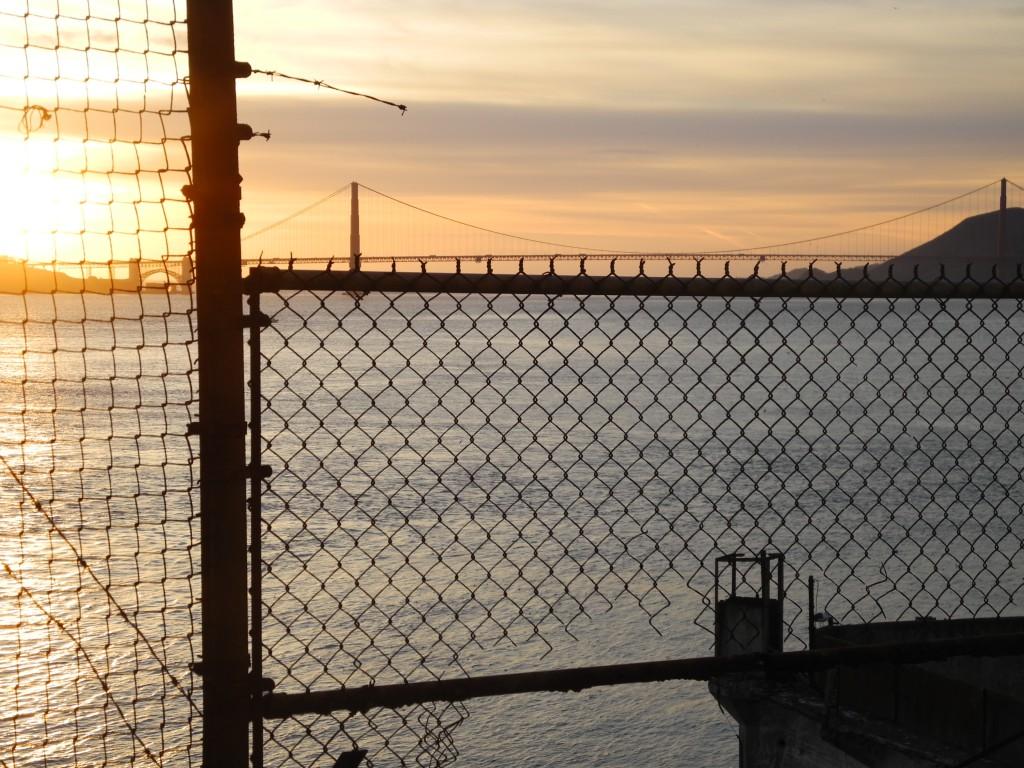 A vista é linda,mas não te deixam esquecer que isso era uma penitenciária de segurança máxima.