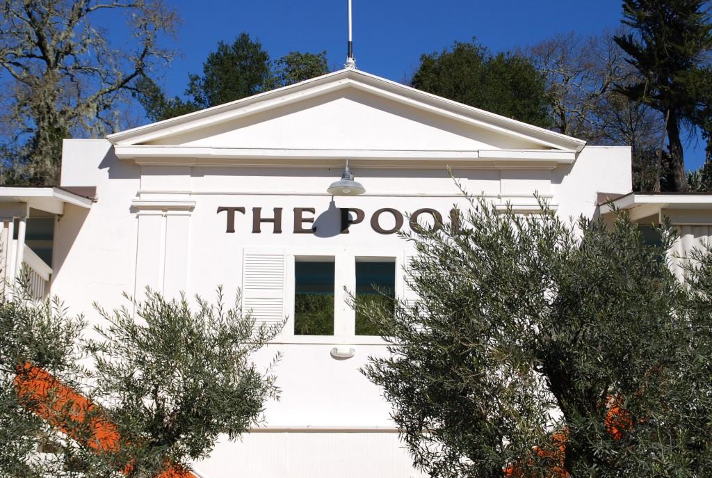 A piscina é do início de 1900, e eles fazem questão de manter o estilo.