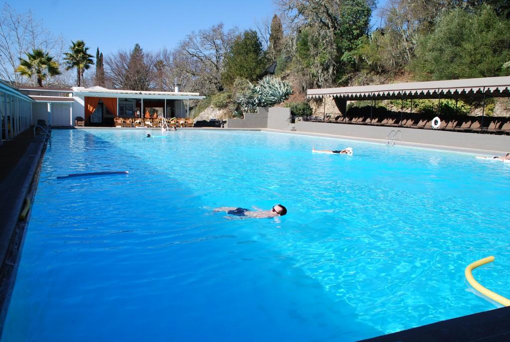 Muita gente fica na piscina quente, durante o dia, eu não acho legal.