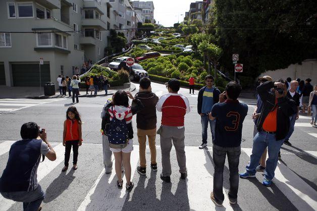 Turistas tirando foto e atrapalhando o trânsito. Foto: SF Chonicle