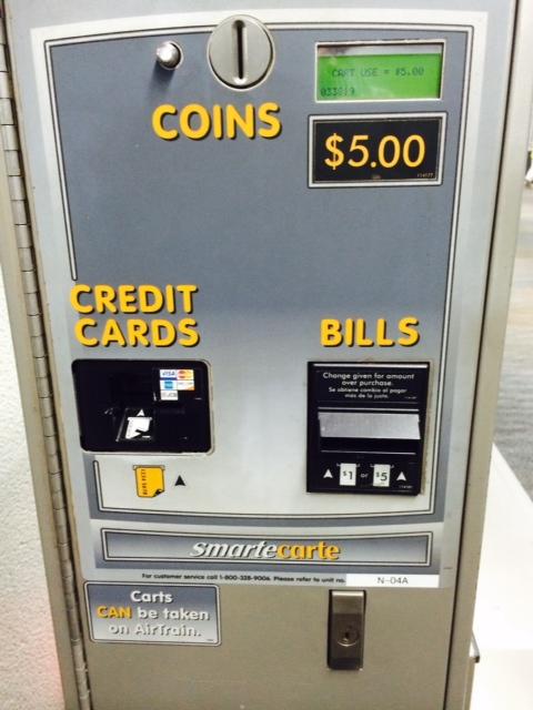 Você pode pagar com moedas, cartão de credito ou debito ou dinheiro.