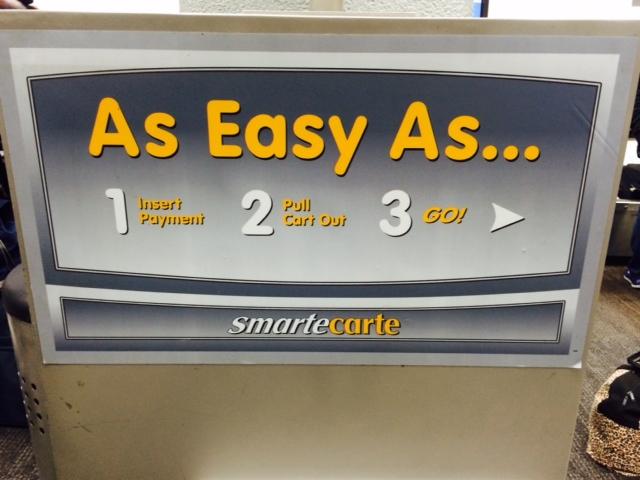 É muito fácil usar: é só colocar o pagamento, e puxar o carrinho pra fora.