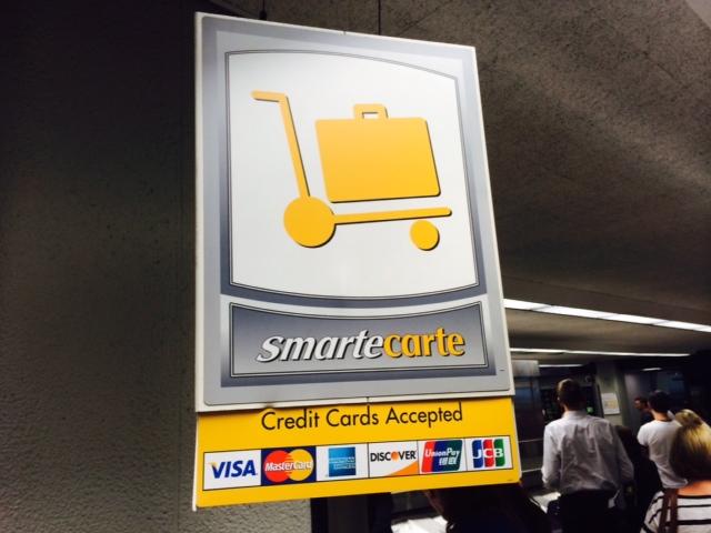 Você pode pagar com nota de $5 ou cartão de credito ou debito.