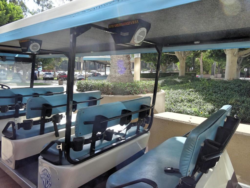 Cada um pega seu lugar no carrinho e o tour começa.