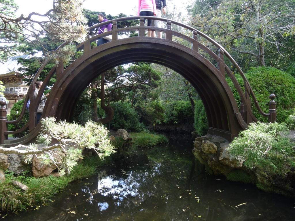 A Wood bridge é super tradicional num jardim japônes.