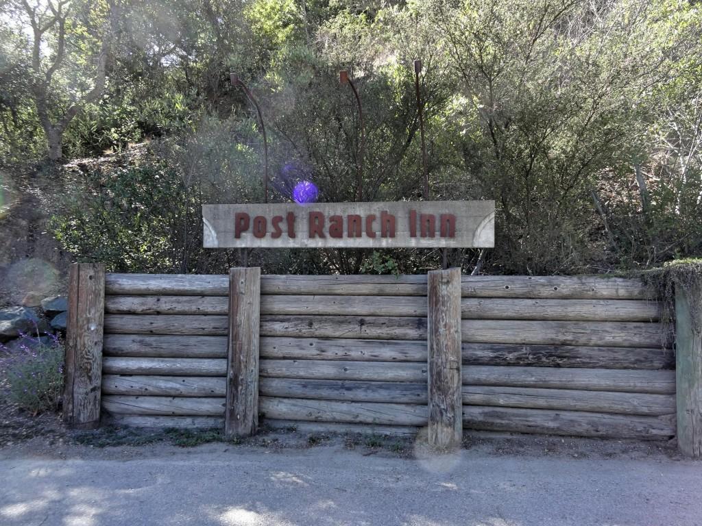 Mais ou menos 48km depois de Carmel, voc6e vai ver a placa do Post Ranch Inn. Infelizmente, agora eles só deixam entrar com reserva para o restaurante.