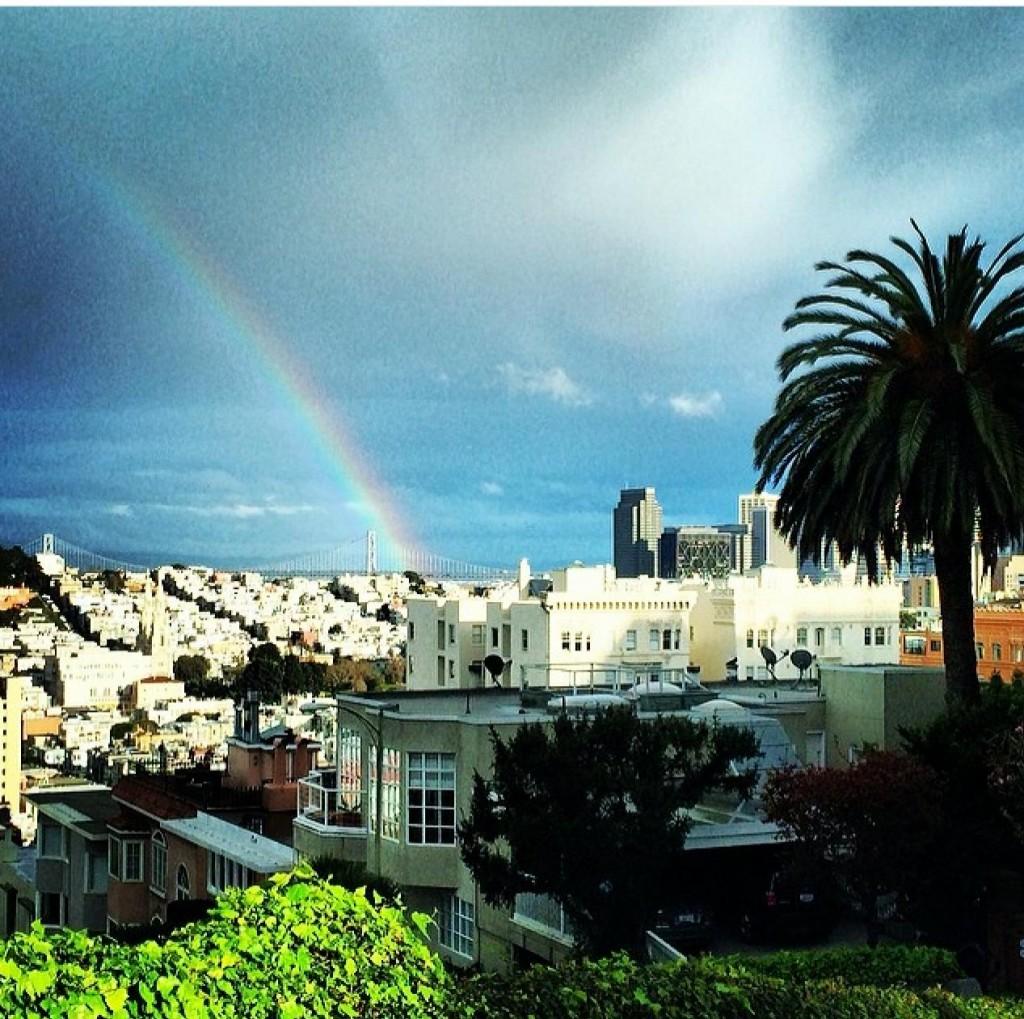 A vista da Lombard é linda. Com muita sorte você consegue um arco-irís do lado da cidade. #sem filtro