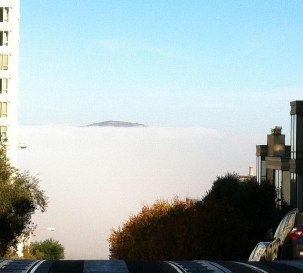 Ou uma visão bem típica de São Francisco, com o fog encobrindo Alcatraz