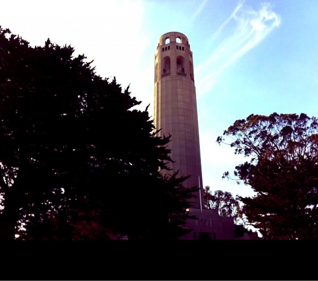 O mirante da Coit Tower fica lá em cima.