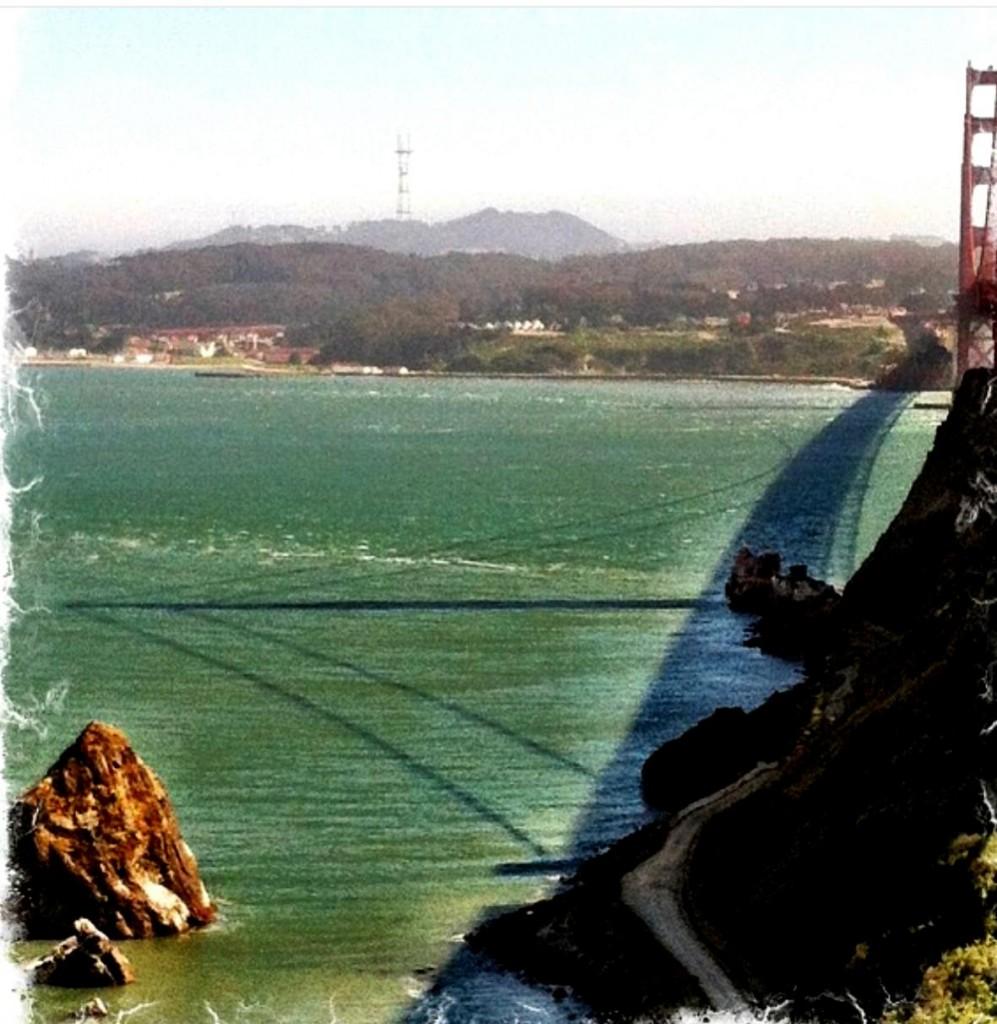 Cada hora do dia tem seu encanto no Vista Point. Adoro a parte da tarde, quando a ponte faz sombra na água, com a cidade ao fundo.
