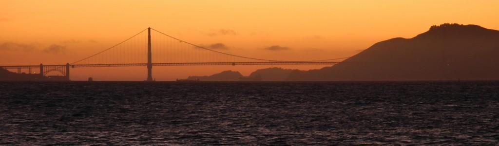 E a Golden Gate #semfiltro. O sol se põe atrás dela.