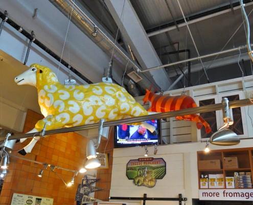 A decoração super criativa com as vaquinhas voadoras