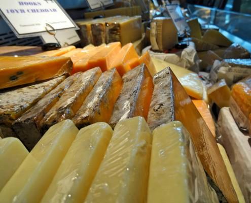 Um dos vários balcões de queijos