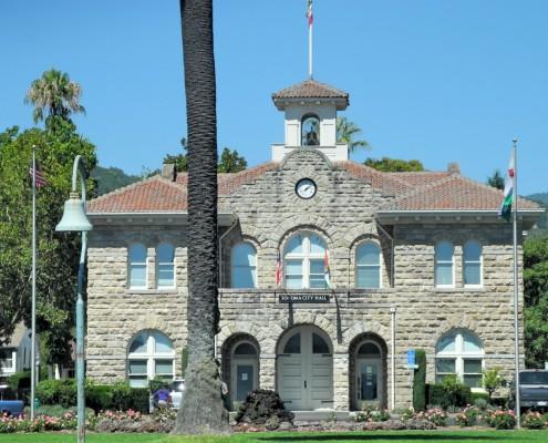 Essa é a prefeitura da cidade de Sonoma,  um dos segredinhos da região.