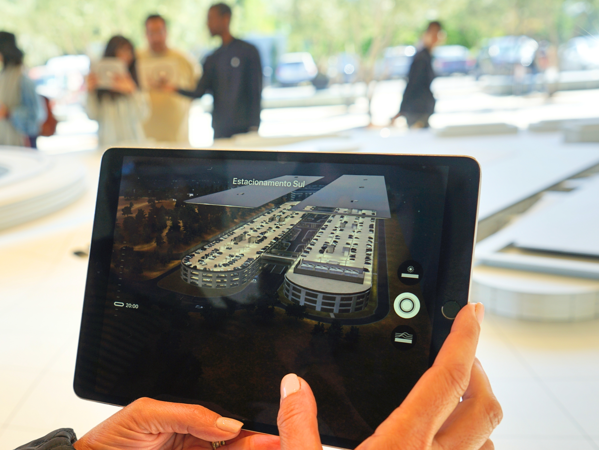 Tour virtual com iPad no Visitor Center em Cupertino - Hotel California Blog