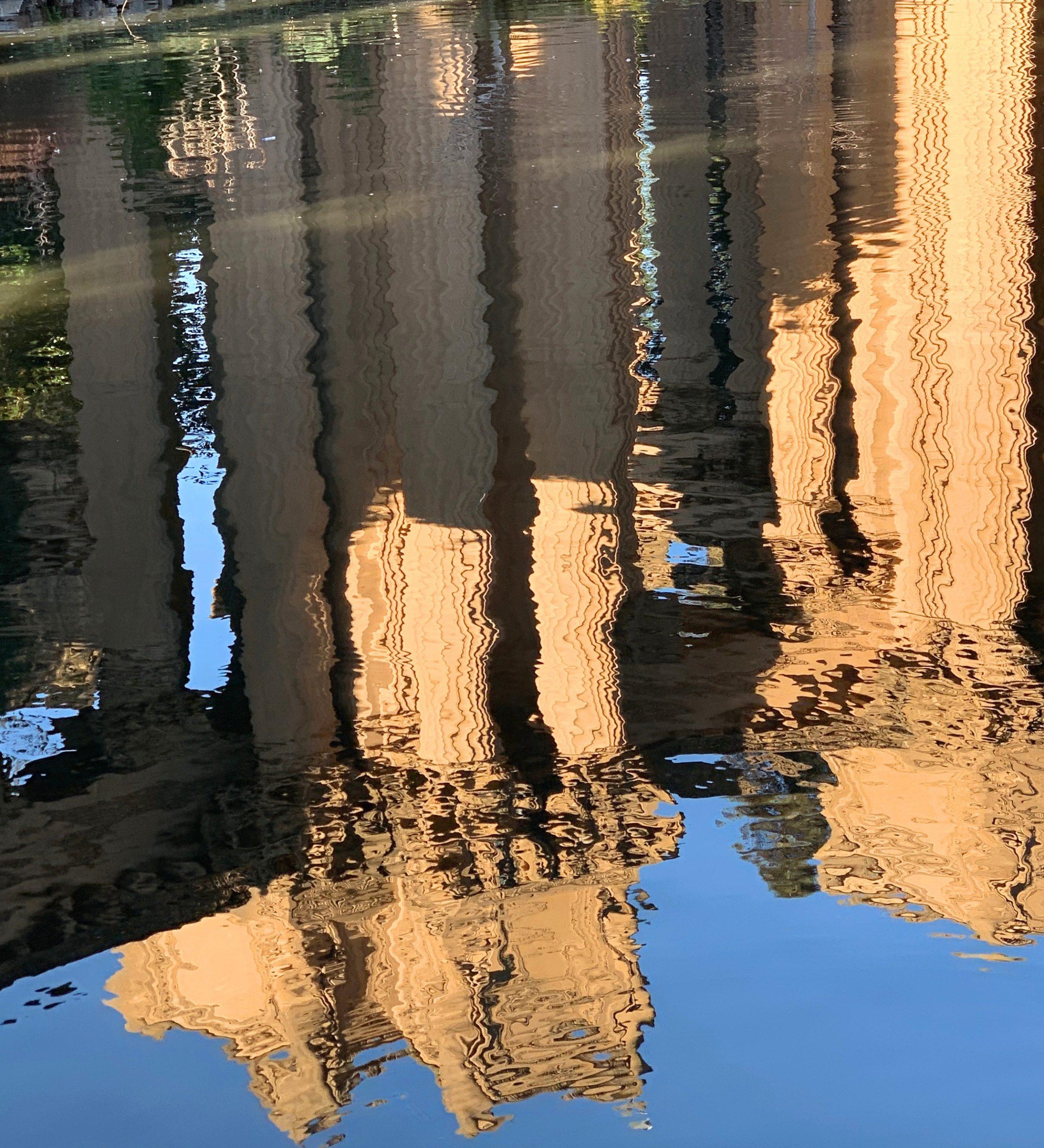 Reflexo na água no Palace of Fine Arts de São Francisco - Hotel California Blog